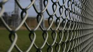 Best Alternatives To A Chain Link Fence Aluminum Fences Direct