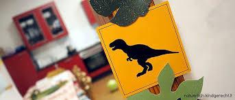 Hier finden sie kostenlose ausmalbilder für kinder rund um dinosaurier und die steinzeit. Roar Auf Dem Dino Geburtstag Naturlich Kindgerecht