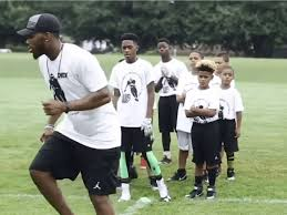 Eagles RB Wendell Smallwood delivers free football camp for Wilmington kids  - Technical.ly Delaware