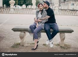 ᐈ Disegno sposi che si baciano foto di stock, fotografie baciare su una  panchina | scarica su Depositphotos®