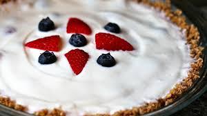 very berry yogurt pie with cheerios