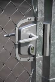 Lakq U2 Industrial Chain Link Gate Lock For 1 1 4 To 1 1 2 Square Posts Silver Locinox Lakq3030u2l Zilv Gate Hardware King