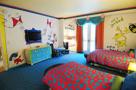 Happy Birthday Dr Seuss Check Out This Sweet Dr Seuss Suite And Find Out How To Get The Look At Home Color Hotel Kid Room Decor Awesome Bedrooms Home