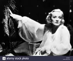 THE GARDEN OF ALLAH (1936) MARLENE DIETRICH RICHARD BOLESLAWSKI (DIR Stock  Photo - Alamy