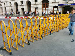 Powder Coated Aluminium Safety Accordion Barrier Gate For Crowd Control With Brakes