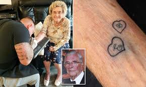 Great-grandmother, 94, becomes oldest woman in Britain to get a tattoo |  Daily Mail Online