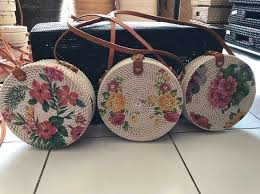 images?q=tbn%3AANd9GcRL5UwII1lBhzUEdKZy6hr JaxA5LWJtG7uMQ&usqp=CAU - How to Start a Successsful Handmade Handbag Business