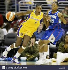 Los Angeles Sparks' Lisa Leslie, left, drives to the basket as New ...