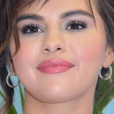 selena gomez s makeup photos s
