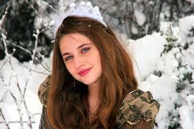 صور لـ أميرة فتاة شقراء ثلج عيون زرقاء شتاء