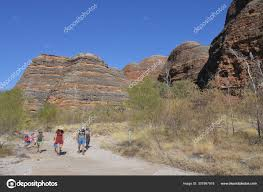 Tourist hiking in Bungle Bungle Range landform in Kimberley West – Stock  Editorial Photo © lucidwaters #307997918