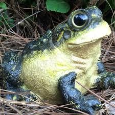 wild large bullfrog toad statue