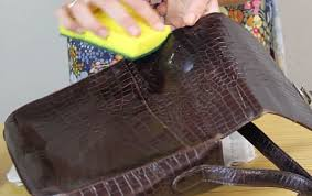 how to clean a leather bag quickly