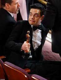 PsBattle: Rami Malek holding his Oscar : photoshopbattles