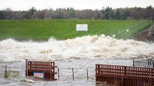 2 Michigan dams breached, thousands ...