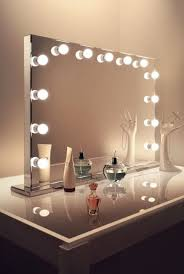 hollywood mirror with lights