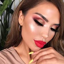 ways to achieve a glamorous makeup look