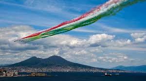 Breve ma intenso lo show delle Frecce Tricolori nel cielo di ...