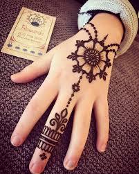 Cute Mehndi Design For Girls Easy