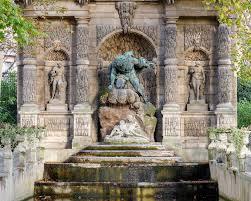 medici fountain in luxembourg garden