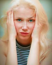 blonde hairstyles for women with blue eyes
