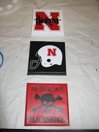 I Made These For My Cousin S Husker Themed Room For Christmas I Used 3 5 X 5 Canvas Which I Painted And Then Applied Husker Nebraska Huskers Themed Kids Room