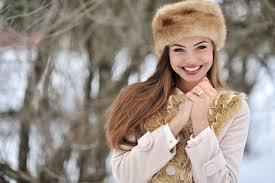 بنات في الشتاء رمزيات بنات تحت المطر المرأة العصرية