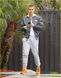 justin bieber appaly left pair of