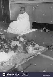 Il Mahatma Gandhi morte Kasturba Gandhi Aga Khan Palace Poona india 22  Febbraio 1944 Foto stock - Alamy