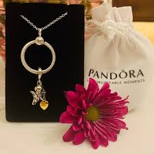 small moments o pendant necklace