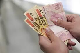 Resultado de imagem para recebendo dinheiro na caixa economica
