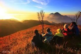 quote sunrise terbaik untuk caption foto perjalanan