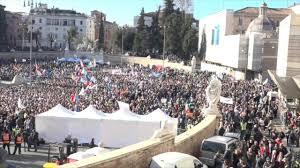 Manifestazione Lega, piazza del Popolo vista dall'alto - YouTube