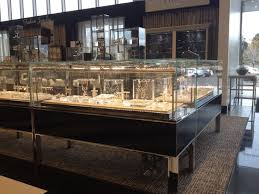 diffe types of display cases in