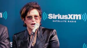 Prince Hires Wendy Melvoin To Join The Revolution // VOLUME - YouTube