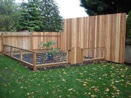 Garden Fence Ideas That Truly Creative Inspiring And Low Cost Diy Cheap Vegetable Pvc Deer Small Small Garden Fence Backyard Fences Fence Design