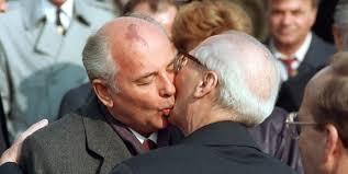 Gorbaciov doveva morire a Berlino, trama Kgb-Raf e spia inglese buona -