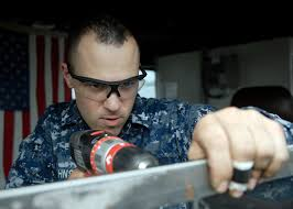 File:US Navy 091019-N-9520G-028 Engineman 2nd Class Jeffrey ...