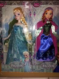 Nữ hoàng băng giá Disney Store Elsa and Anna búp bê - Elsa và Anna bức ảnh  (35934012) - fanpop