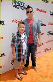 Noah Munck & Ethan Munck | Icarly and victorious, Icarly cast ...
