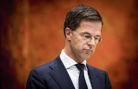 Mark Rutte staat er nu alleen voor - NRC