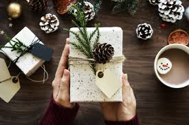 gift ideas for expat friends family