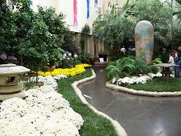 the lauritzen gardens in omaha ne