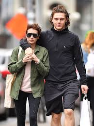 Emma Roberts and Evan Peters Twin With ...