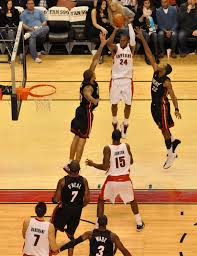File:Sonny Weems Raptors jumpshot.jpg - Wikimedia Commons