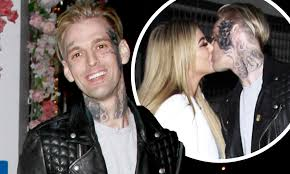 Aaron Carter kisses girlfriend Melanie Martin during PDA-packed ...