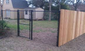 Photos Of Privacy Fence Ideas Find Ideas And Inspiration For Privacy Fence Ideas To Add To Your Own Hom Diy Privacy Fence Chain Fence Chain Link Fence Privacy