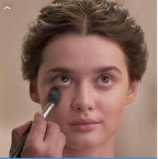 senior makeup artist of mac cosmetics