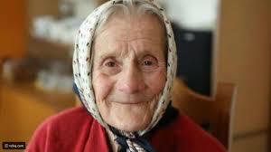 فيديو سيدة عجوز سرقت شي لن تتوقعه من ثلاجة الفندق رائج