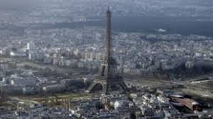 eiffel tower closed for second day at